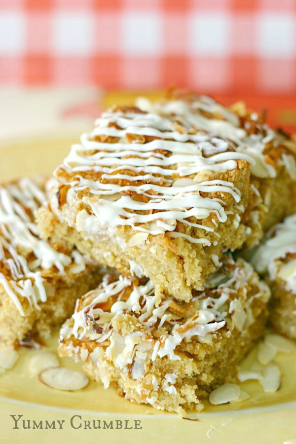 White Chocolate Pineapple Coconut Cookie Bars Drizzled with White chocolateWhite Chocolate Pineapple Coconut Cookie Bars Drizzled with White chocolate www.yummycrumble.com