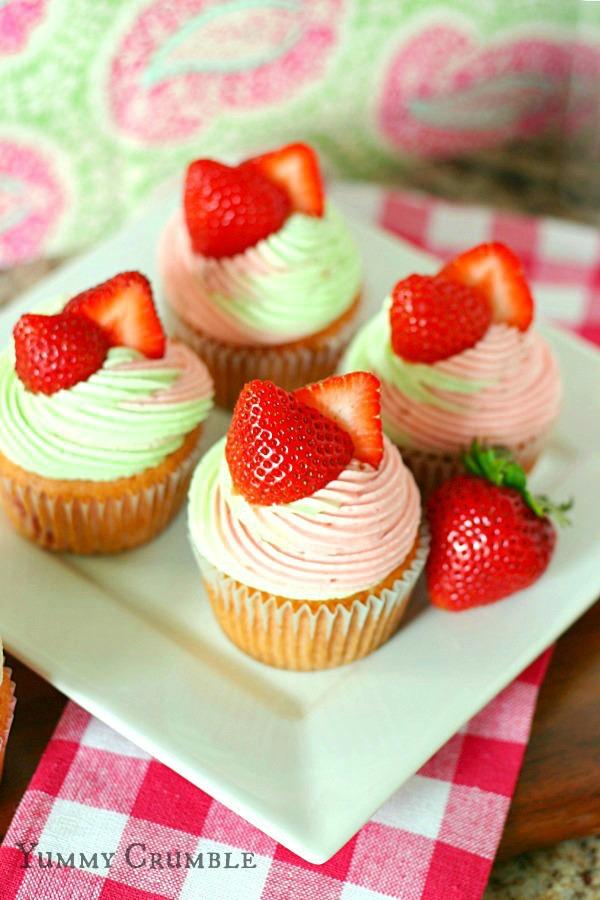 strawberry key lime cupcakes filled with key lime pie filling and ...
