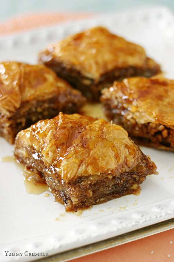 Apple Cinnamon Baklava with apple cider honey syrup - www.yummycrumble.com