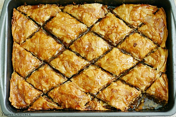 Apple Cinnamon Baklava with apple cider honey syrup - www.yummycrumble ...