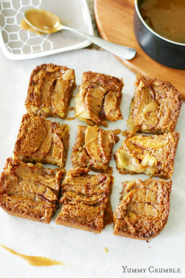Salted Caramel Apple Cider Blondies - Yummycrumble.com