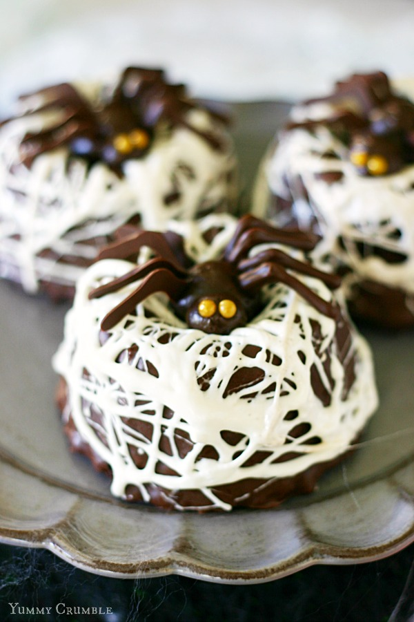 Chocolate Spider Nest Bundt Cakes with Marshmallow spider webs and chocolate spiders - www.yummycrumble.com
