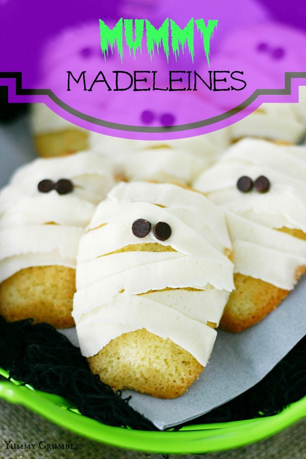 Vanilla Mummy Madeleines with Vanilla Buttercream Frosting and Chocolate Chip Eyes - www.yummycrumble.com