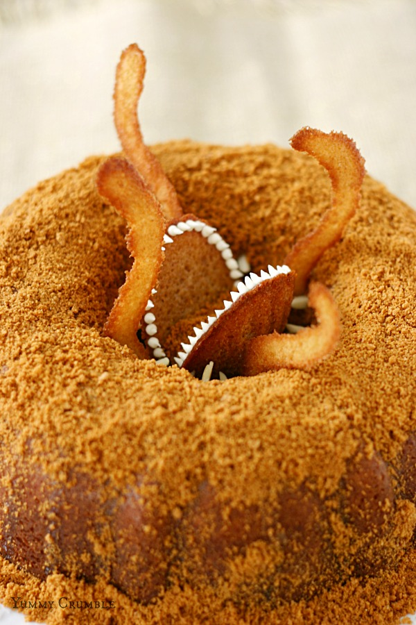Star Wars Sarlacc Caramel Bundt Cake dusted with Biscoff Cookie Crumbs and drizzled with Salted Caramel Sauce - www.yummycrumble.com