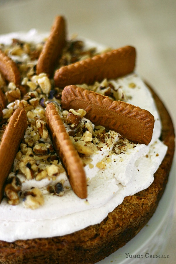Bisoff Apple Spice Cake Cheesecake with cinnamon whipped cream and chopped walnuts and Biscoff cookies - www.yummycrumble.com