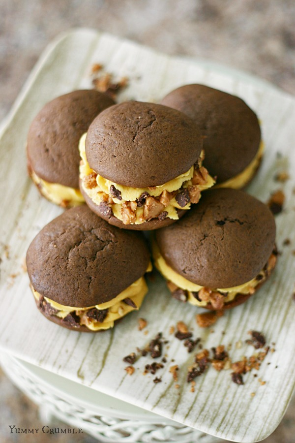 Chocolate Toffee Pumpkin Whoopie Pies with pumpkin buttercream frosting and chopped buttery english toffee - www.yummycrumble.com