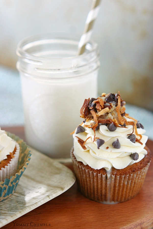 Magic Cookie Bar Cupcakes - www.yummycrumble.com