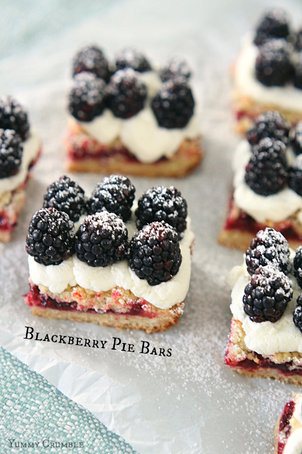 Blackberry Pie Bars with homemade whipped cream and fresh blackberries - www.yummycrumble.com