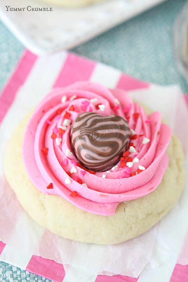 Valentines Strawberry Lofthouse Cookies - www.yummycrumble.com