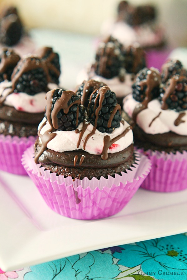 Chocolate Blackberry Cupcakes - www.yummycrumble.com