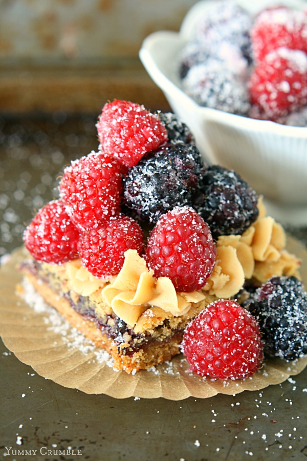 Peanut Butter Jelly Cookie Bars with Peanut Butter Frosting and Fresh Berries - www.yummycrumble.com